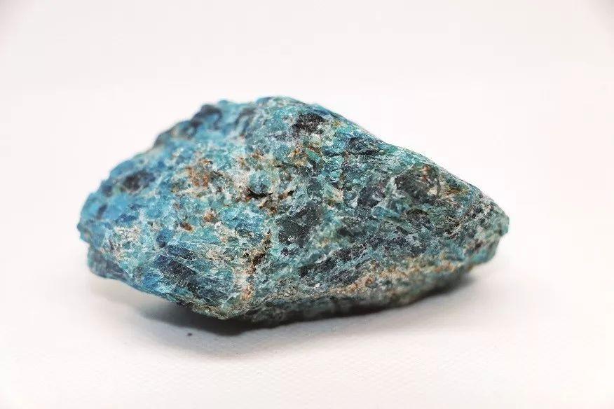磷灰石与毒砂共生