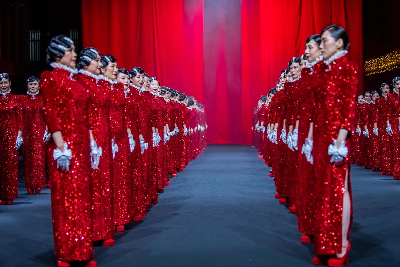 胡社光高级定制全国时尚巡演在武汉红T首演