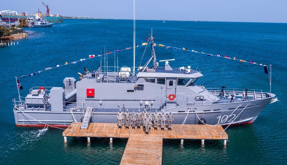 为制裁伊朗,美国花400万美元收买小国,送艘小艇就让乖乖听话