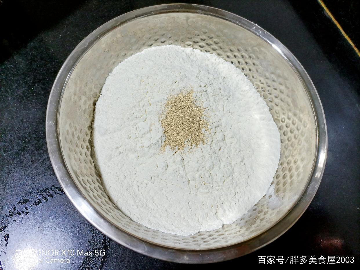香甜松软的红糖红枣馒头,做法简单,蓬松暄软 美食做法 第2张
