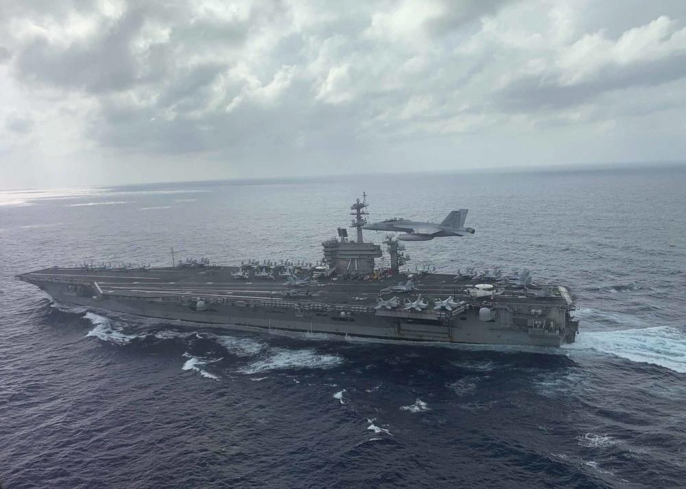 """南海国家""""不计前嫌"""",敞开大门迎接美军航母,视而不见血的教训"""