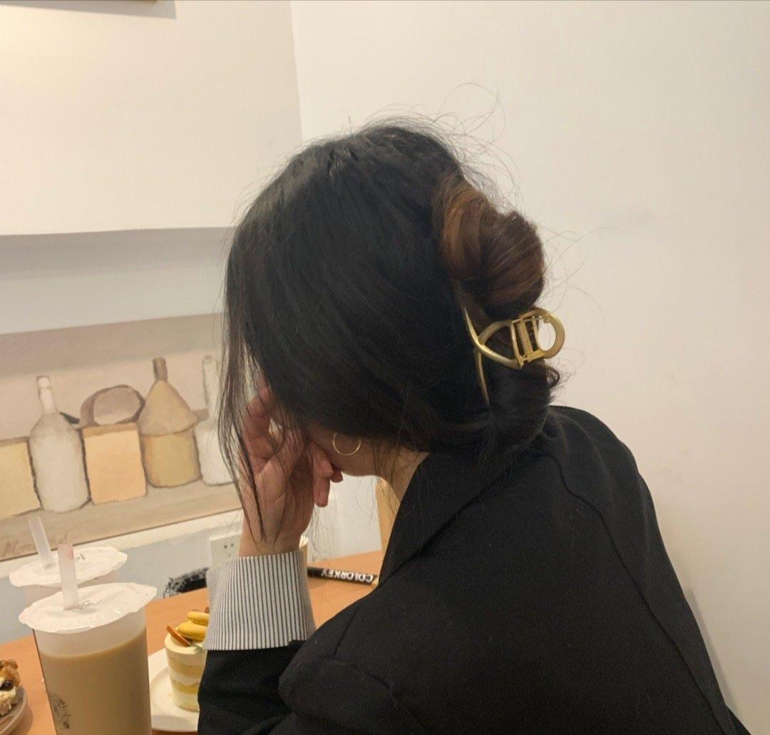 女人上班不要总披着头发,没精神没气质,这么扎难道不香吗