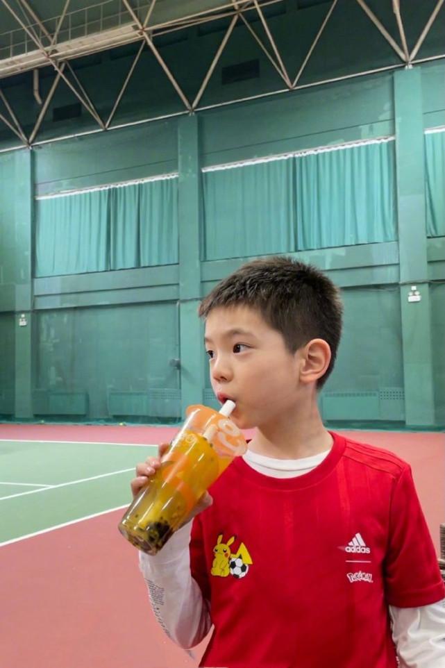 """杜江久違曬兒子近照,7歲嗯哼撞臉""""現男友"""",被爸爸稱小李現"""