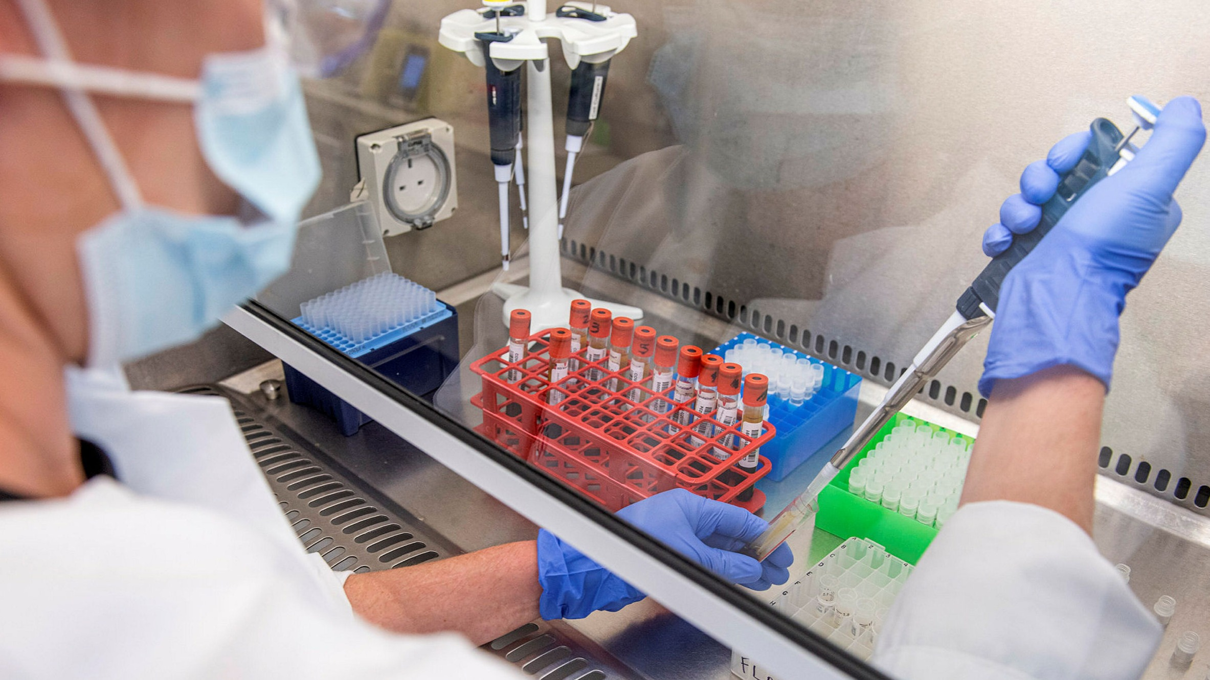 新冠疫情加剧全球不平等,疫苗争夺加剧,加拿大背弃承诺抢先预订