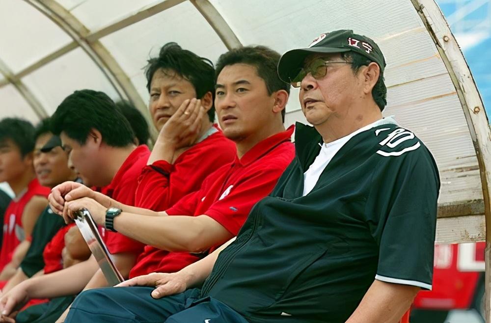 中国足球这滩浑水,赵本山蹚过后说:足球的水太浑了,我蹚不了