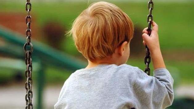 """""""为什么我的孩子打不还手、骂不还口""""?病因还是出在家庭教育上"""