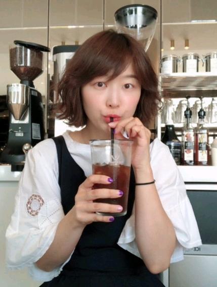 郑亨敦妻子韩宥拉经营4年的咖啡店突然宣布停业:紧急且不可避免