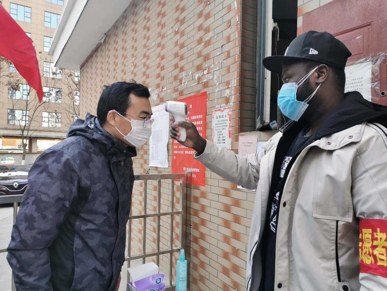 我国6分钟抗疫视频在外网火了,西方人点赞!纽约州长:向华学习
