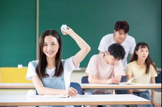 学生时代喜欢一个人的表现,真的好甜