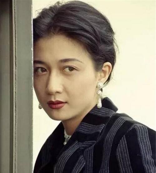 """林凤娇为何能从一众美人中脱颖而出,稳坐""""大嫂""""位置?"""