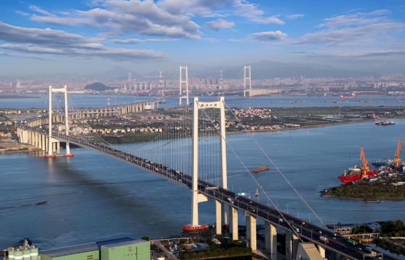 许家印投1200亿,王建林投800亿,这座锦鲤城市有何魅力