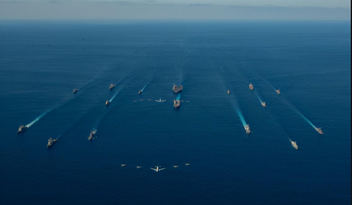 日本首相会晤美海军陆战队司令,扬言保持强大军力遏制中国