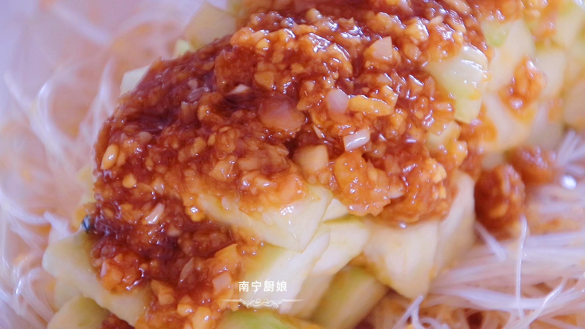 丝瓜别只会打汤了,大厨教你新做法,鲜香美味,吃上一口鲜掉舌头