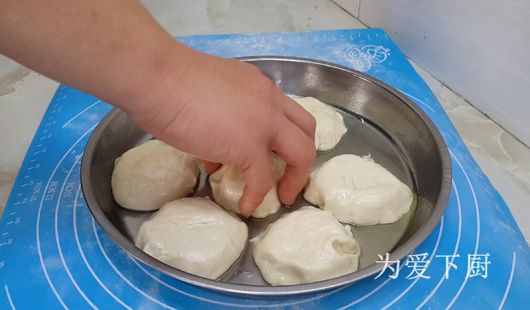 冬天白菜別燉著吃了,鍋裡烙一烙,比包子餃子還香,真的非常好吃