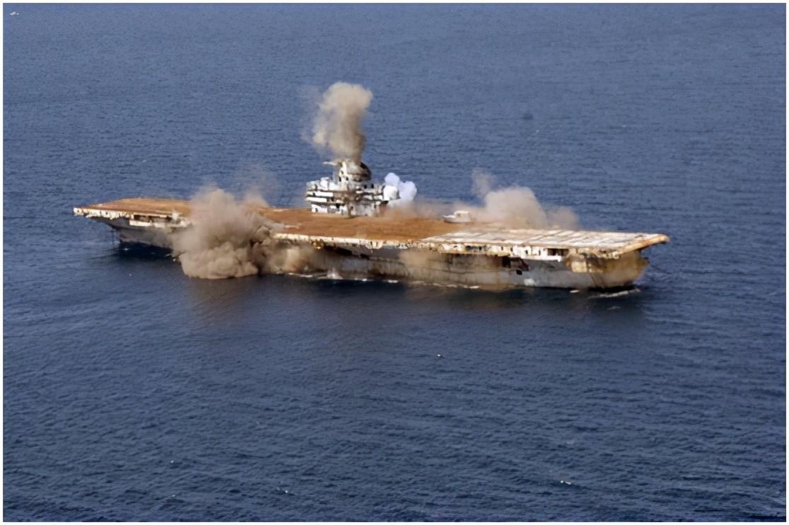 """航母真的是""""海上棺材""""吗?击沉一艘航母到底有多难?"""