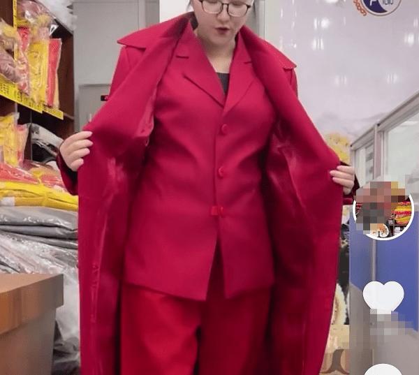 90后寿衣女模特:亲手为逝者化妆穿衣,不敢主动跟别人介绍职业