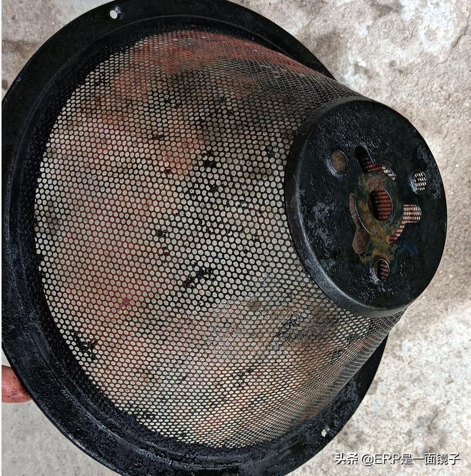 一个妙招,5分钟彻底清洗油烟机滤网油泥,双手全程不沾油