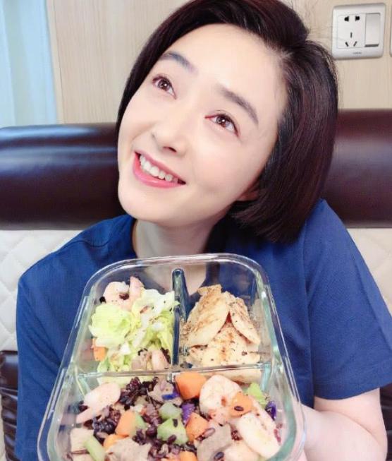 从140瘦到90斤,蒋欣是怎么做到的,看了她的1日3餐:还是胖着吧