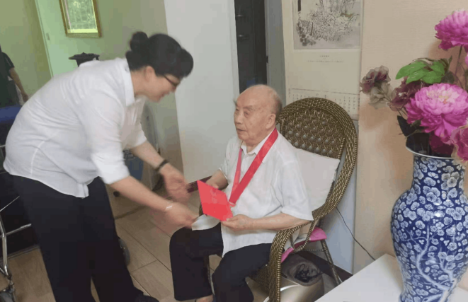 遂宁市职校:学史力行办实事 走访慰问暖人心