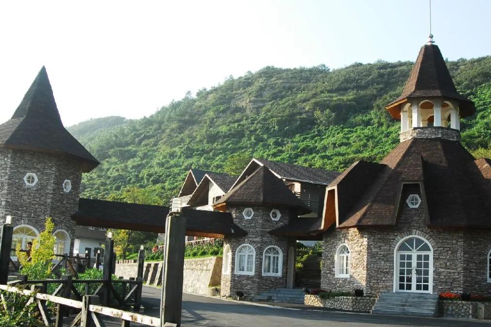 宁波有一小县,坐拥道路645条,内藏欧美小镇,被评为省级示范县
