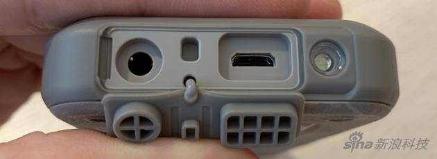 Nokia800 Tough公布:当之无愧的砸核桃仁专用工具