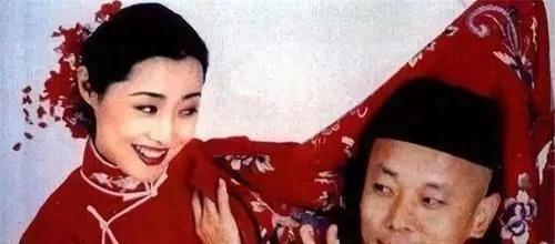 她是张若昀继母,25岁结婚,35岁嫁五婚男,42岁与第一任丈夫复合