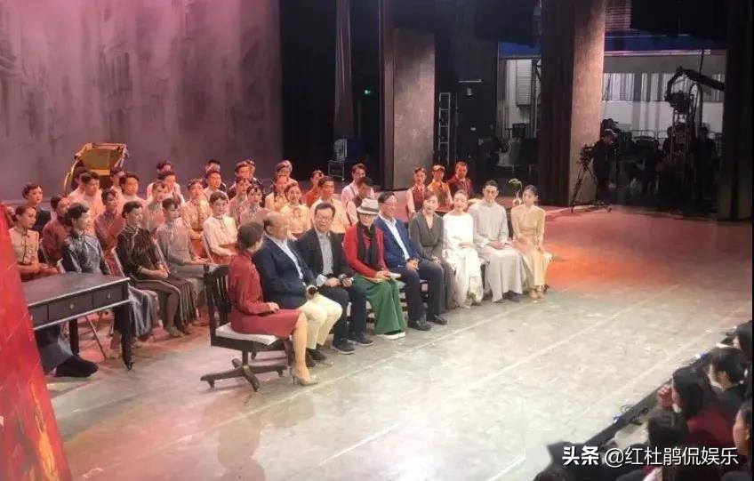 央视新综艺《大幕开启》即将开播,主持人倪萍张蕾解码红色舞台剧