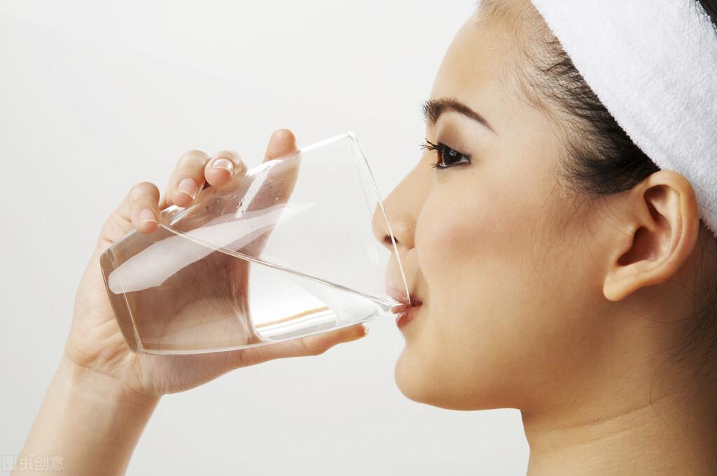 多喝水,身体好,但早上刚起来,不建议喝这3种水,不妨了解一下