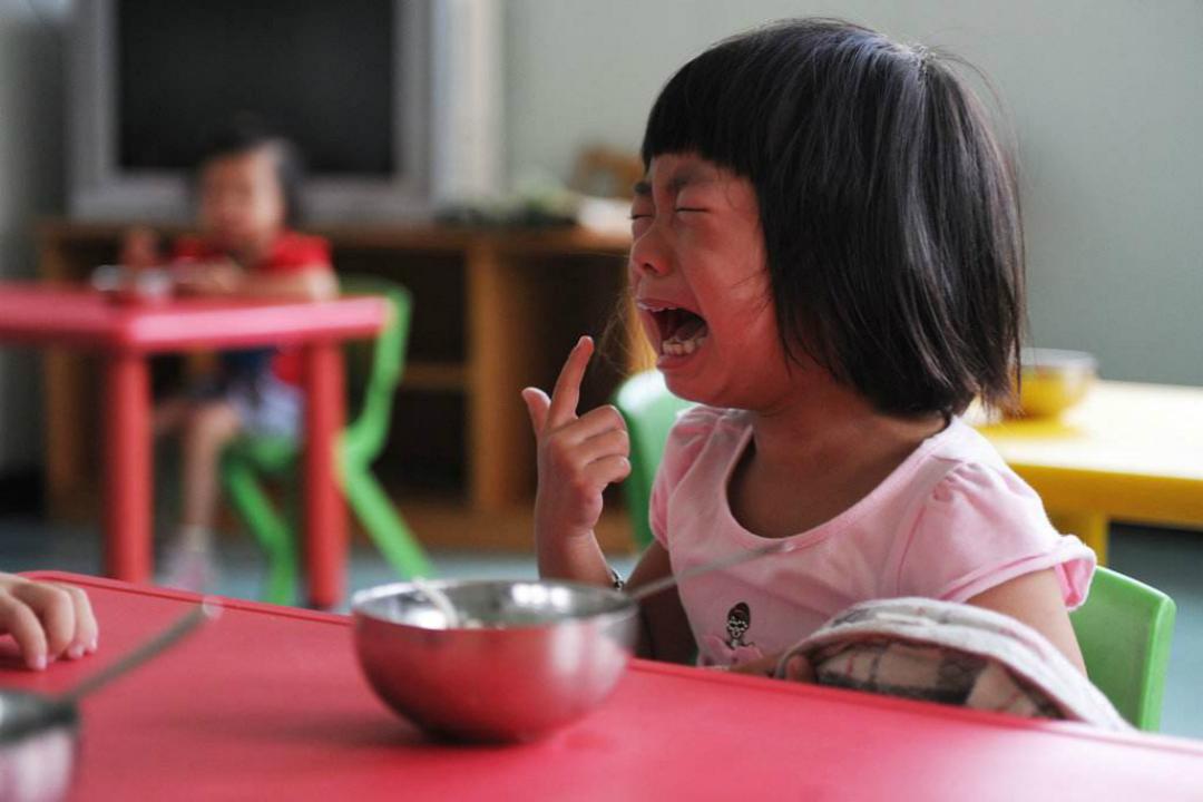 娃哭着闹着不愿去幼儿园?三点原因提前了解,你不慌,孩子也开心