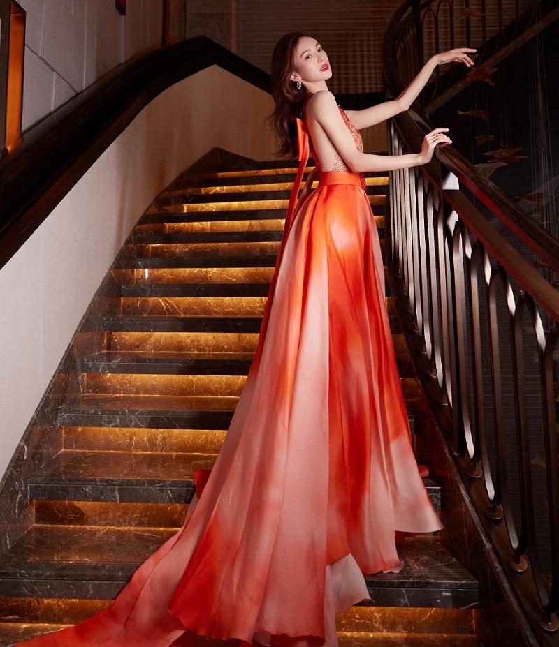 """金晨新造型火了,裙子像极了""""雪花肥牛""""!对比图一出网友笑喷了"""
