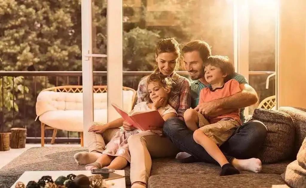 层次高的父母,从不当着孩子面做这4件事