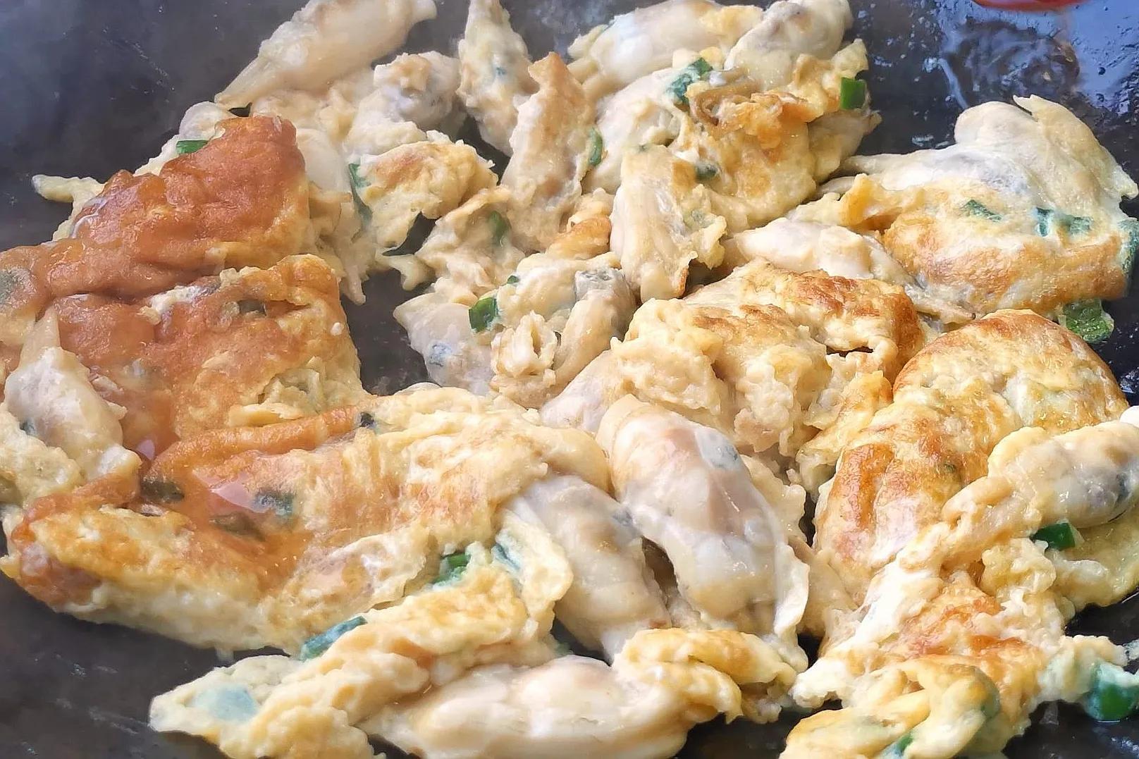 蛏子爆蛋,福建人特爱吃的家常菜,这样做太香了,吃一次就忘不了 美食做法 第11张