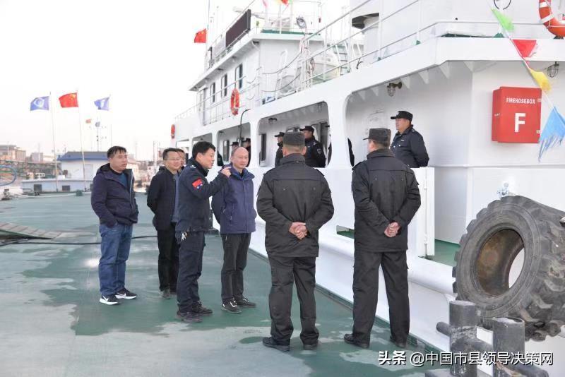 副县长王鲁文检查农业领域安全生产工作慰问渔政船一线执法人员