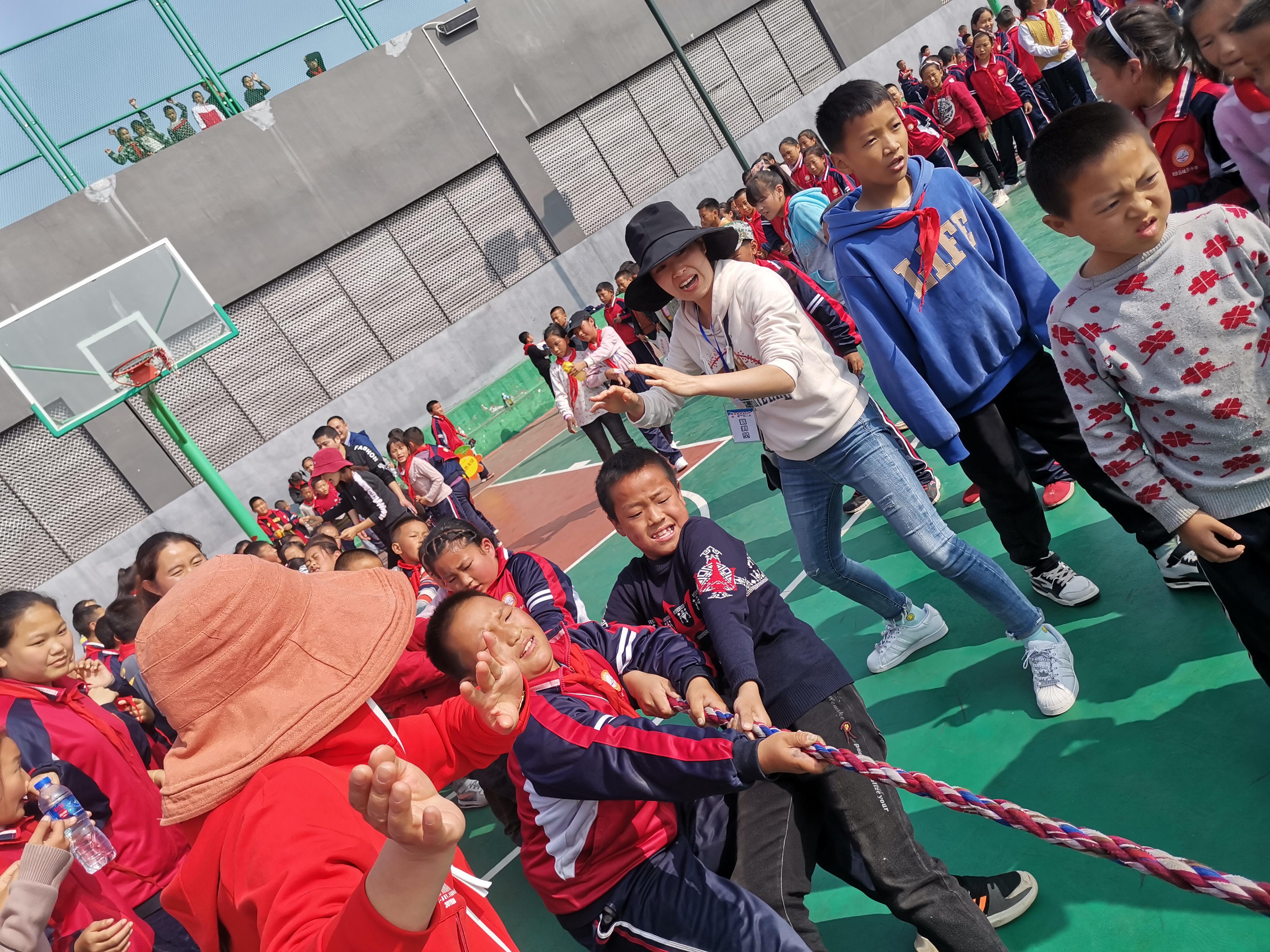 雷波县城关小学锦屏校区拔河比赛预赛