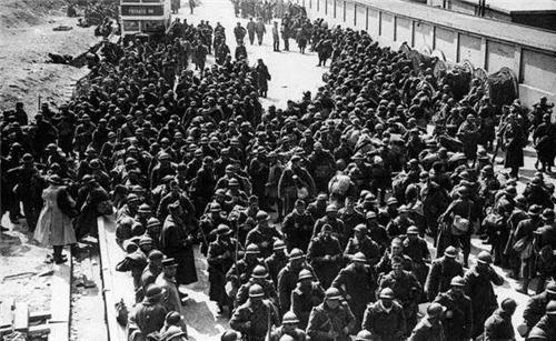 30万士兵奉命撤退,路上走了4年时间,回来时才发现祖国没了