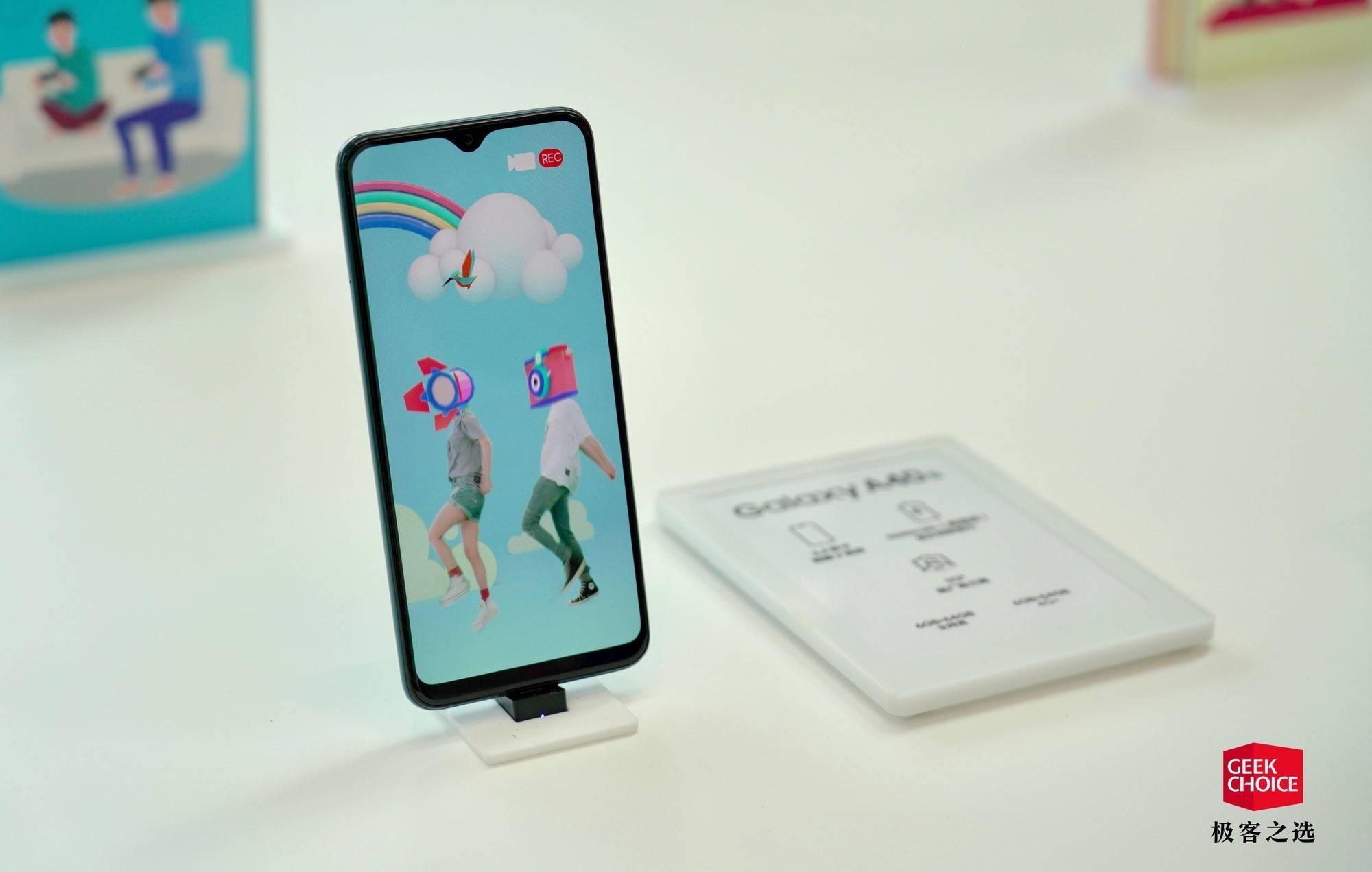 三星发布四款 Galaxy A 系列新机:你想到的全面屏形态全都有