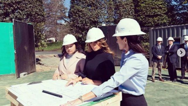 不愧是特朗普老婆,美国病例一天暴涨23万,她忙着在白宫建球馆