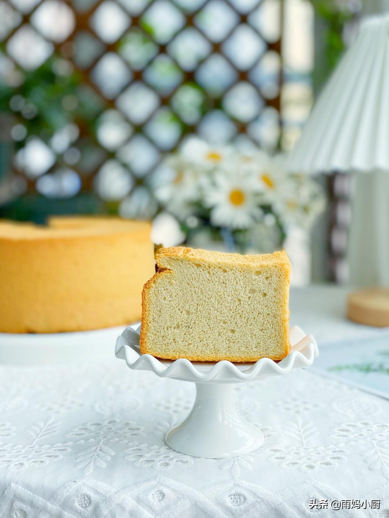 夏天必備的小甜品,咖啡戚風蛋糕,香味濃郁又美味,提神又醒腦