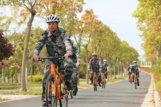 上海   人生就像骑行,想保持平衡不摔倒就得向前