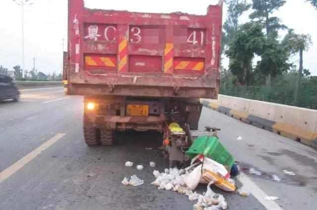 【知识贴】交警为什么不允许大货车在路边随意停靠?