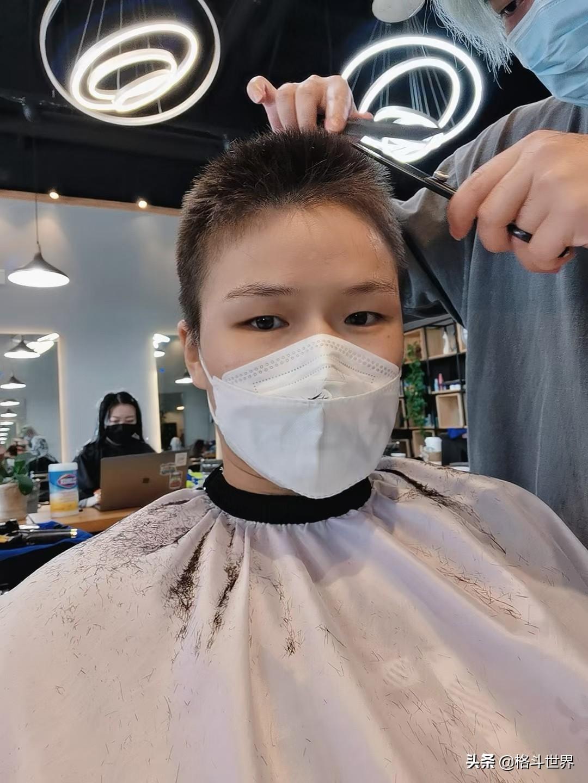 今晨:张伟丽削发明志,剃光长发只为更好地训练打败罗斯