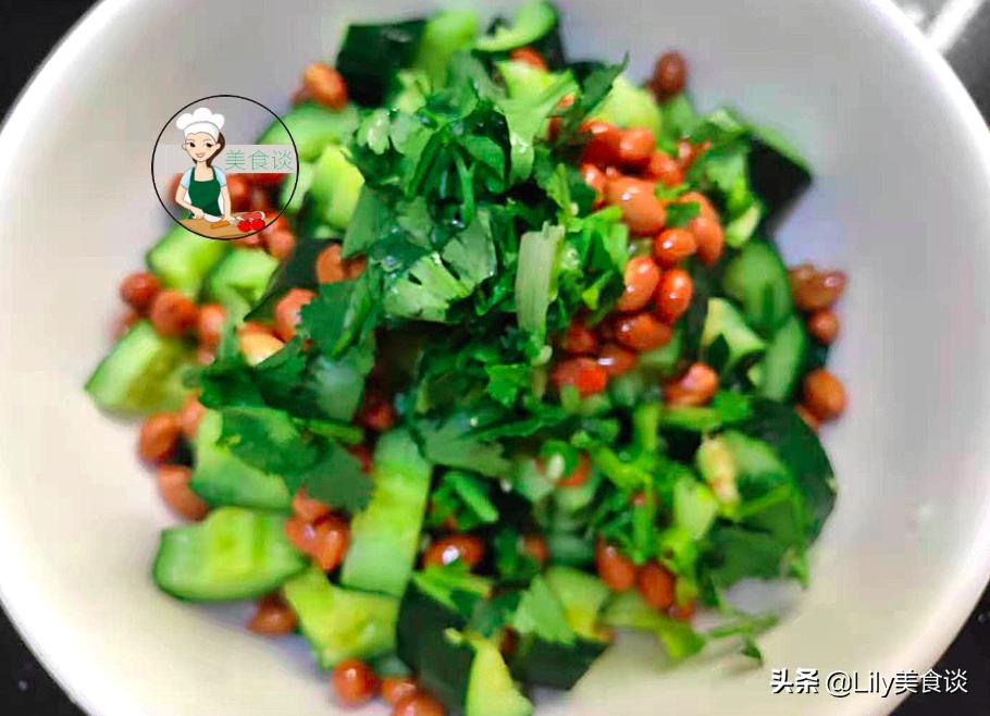 夏天做拍黄瓜,切好别直接拌!多做一步骤,黄瓜爽脆又入味,收藏 美食做法 第10张