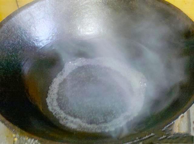 水炒蛋,大家吃过吗?鲁菜中的经典菜,用清水炒蛋,鲜香又滑嫩 美食做法 第2张