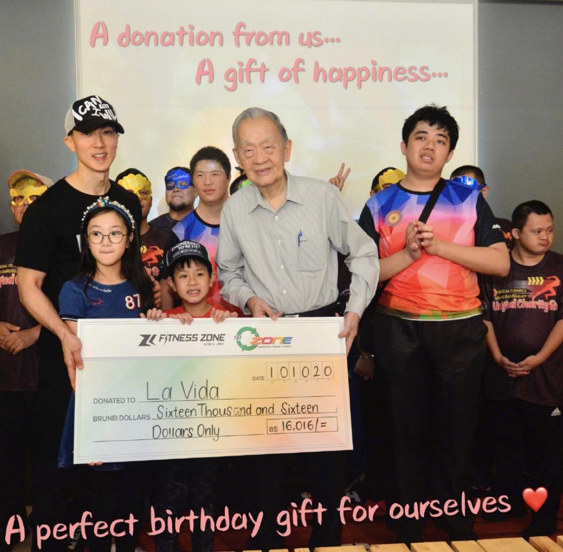 吴尊一家四口庆生,带儿女捐赠献爱心当自己生日礼物,正能量爆棚