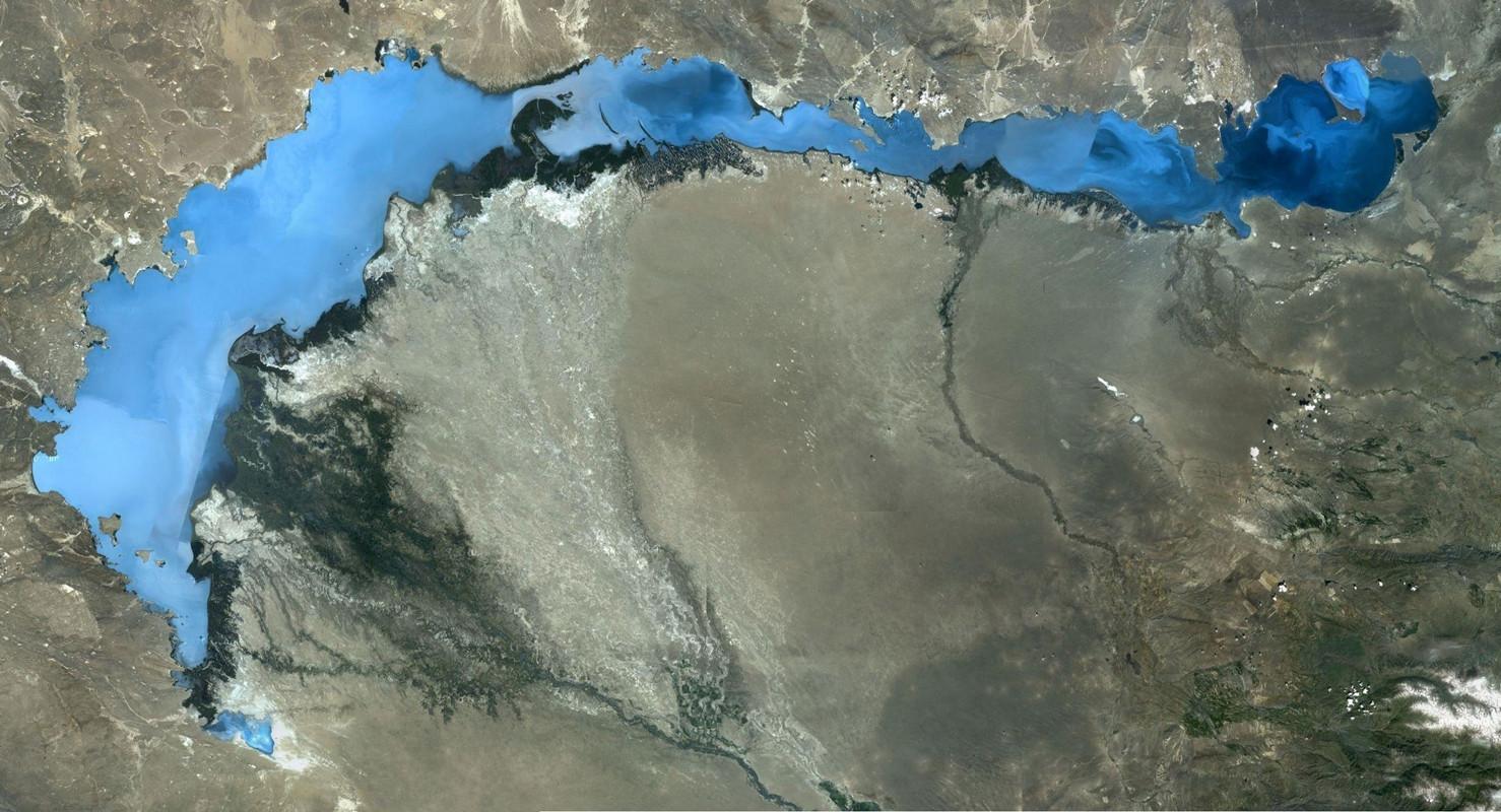 世界上最大的咸水湖,世界第一深湖贝加尔湖