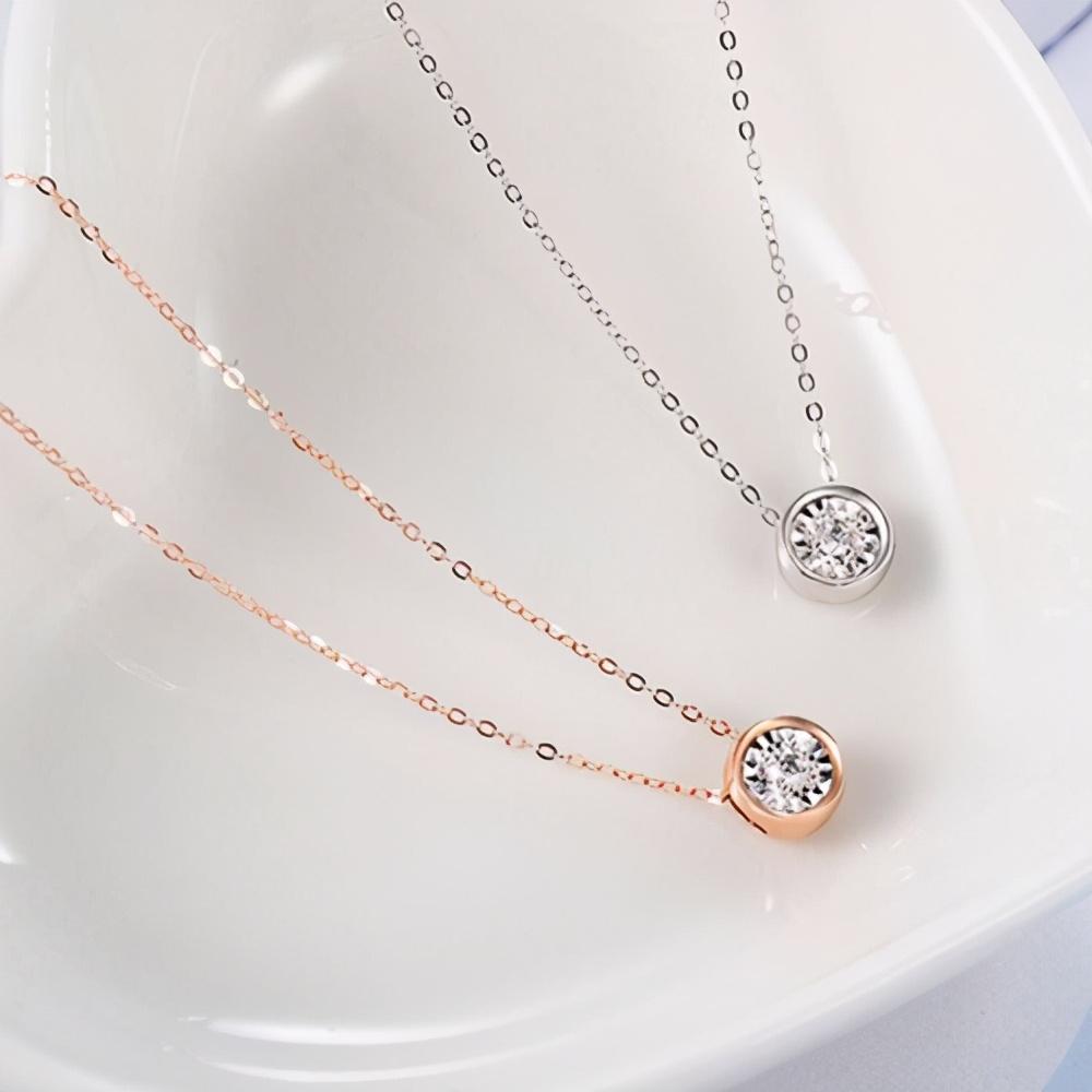 珠宝租赁让我们可以佩戴多款珠宝首饰,可是这些珠宝不能一起戴