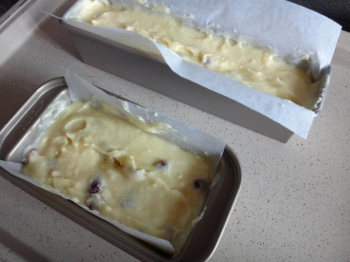 冷藏后有冰淇淋般口感的「蔓越莓酸奶油磅蛋糕」(附酸奶油做法)