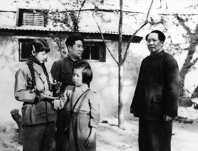 時隔9年才見亡夫,劉思齊伏墓痛哭:岸英,我代表爸爸來看你了