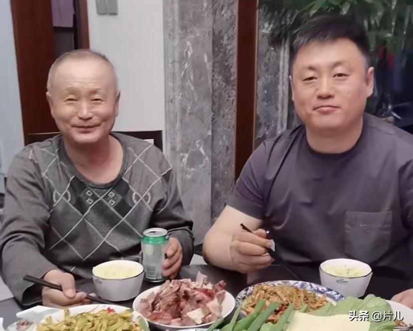 宋曉峰為父親慶生,特意做了二十道家常菜,獲網友怒贊