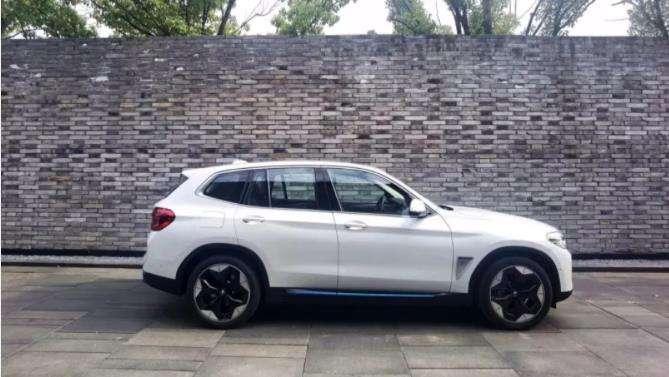 创新纯电动BMW iX3满电待发